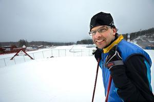 Tomas Jons, fritidschef vid Falu kommun, poängterar att en viktig faktor till prissättningen på den sparade snön på Lugnet är att skidåkarna själva får betala kostnaden och inte ska belasta skattebetalarna.