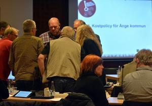 Två gånger om fick kommunfullmäktige i Ånge ajournera sig för att komma framåt i beslutsgången.