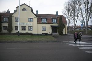 Kommunen köper gamla församlingshemmet för två miljoner kronor och flyttar hit dagverksamheten för funktionshindrade, avslöjar kommunalrådet.