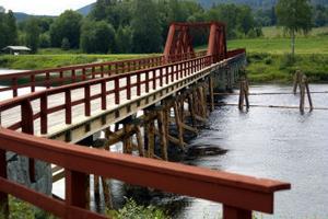 (arkivare)Vikbron har ett teknikhistroriskt värde som föregångare till de broar av stål som började byggas under senare delen av 1800-talet. Det skriver länsstyrelsen i sitt beslut om att bron nu byggnadsminnesförklaras.