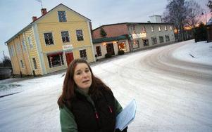 Vandring genom Smedjebackens byggnadshistoria med Mi Abrahamsson.FOTO: CHRISTER NYMAN