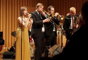 Ung jazz. The Quiet Nights orchestra fick igång publiken i lilla salen. Från vänster: Sofie Norling, Peter Fredriksson, Jonne Bentlöv och Magnus Dölerud.
