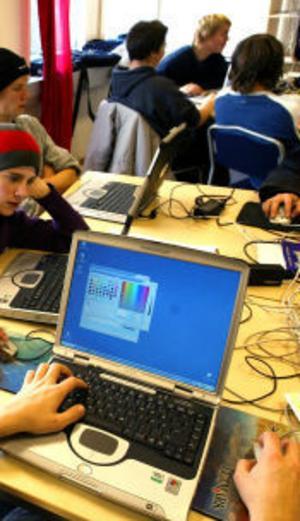 Kunskapen om datorarbetsplatserna på skolorna är dåliga i länet.