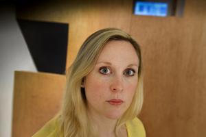 Journalisten och författaren Lisa Bjurwald använder sig av verkliga miljöer för att skapa trovärdighet.