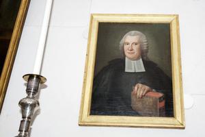 Magnus Abraham Sahlstedt var prost och kyrkoherde i Stora Tuna mellan åren 1725 och 1752. I sin bok Stora Tuna i Dahlom och bergom minnesdöme, från 1743, skriver han om huthålet.