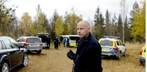 Mikael Modin, polisens insatschef, får beskedet om att kvinnan hittats.