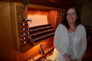Anna Martinson lämnar orgeln i Adventskyrkan i Hallsberg och börjar i Kumla pastorat.