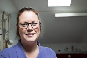 Kristin Eidhagen tycker att man i sjukvården måste bli bättre på att se de patienterna där vanlig smärtbehandling inte hjälper.