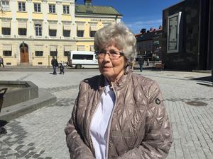 Gerd Svensson höll på att bli lurad av ett bluffmejl. Svindlare ville att hon skulle sätta in pengar på ett konto som hon inte kände igen.