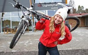 Cilla Eriksson, Falun, ska cykla genom USA, för att hjälpa människor som blivit utsatt för trafficking. Nu hoppas hon få in en halv miljon och i höst startar hon cykelresan och ska efter vägen samla in mera pengar. Drömmen är att hjälpa till och starta ett halvtidsboende på Cypern för att hjälpa sextrafficking-offer. Foto: Curt Kvicker