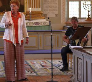 Lisa Andersson var en av solisterna här tillsammans med Erik Andersson på dragspel.
