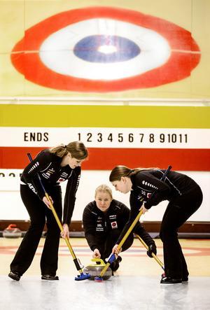 Margaretha Sigfridsson har OS i siktet och känner sig tillsammans med, som här, Nina Bertrup och Maria Wennerström redo för världens största vinteridrottsfest.