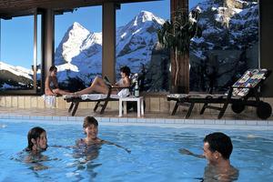 Vacker utsikt från spa-avdelningen på Hotel Eiger.