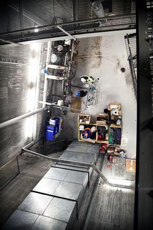 Renoveringsarbetet pågår på flera våningar i kraftverket.
