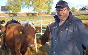 Erik Warg tog under torsdagen farväl av djuren och avslutade en flera hundra år lång djurhållningsepok. Foto: Kent Olsson/DT
