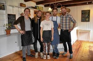 Arrendatorer. Tivedstorp drivs av syskonen Lisa, Mikael och Martin Szanto och deras vänner Tom Lofterud, Anders Thunarf.