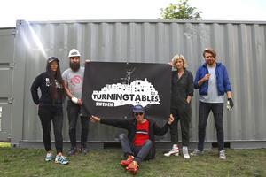 Mija Byung, Stellan von Reybekiel, Mark Ephraim, Anna Schori och Filiph Antonsson har inrett och målat containern - som under fem veckors tid kommer att bjuda på film- och musikverkstad för Södertäljes ungdomar.