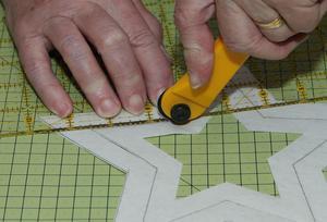En rullkniv användes för att skära ut alla figureroch mönster.