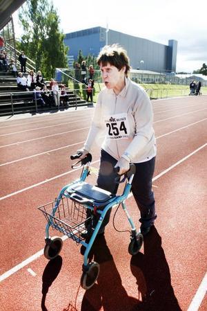 Spurtar. Inger Aminoff var en av deltagarna i rullatorracet.