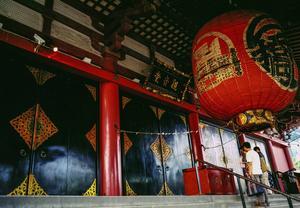 Templen är många i Japan och den dominerande religionen är buddism.   Jörgen Ulvsgärd