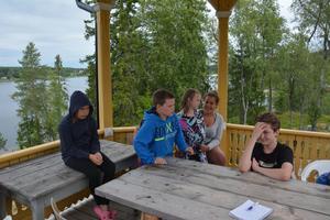 Aktiviteterna är bland de roligaste på lägret tycker många av barnen. På bilden syns Molly Svedberg, Victor Larsson, Holly Hofmann-Dalling, Charlotte Lund samt André Persson.