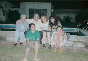 Min argentinska familj och farmor. Bild: Privat.