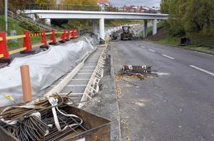 Arbetena är långt ifrån klara, men under fredagseftermiddagen kommer trafiken att släppas på igen under viadukten i Ljusdal.