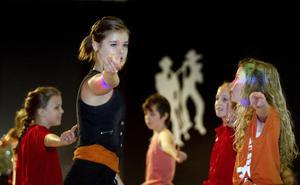 Louisa Dahl från Hagaström bjöd på ragga, disko och showdans tillsammans med sin grupp.