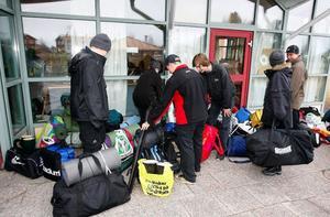 48 av skolans elever valde att följa med på en övernattning vid Långan. Tre stora och ett antal små tält hade man till sitt förfogande.