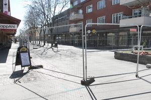 Hyttgatan spärrades av för arbete under veckan.