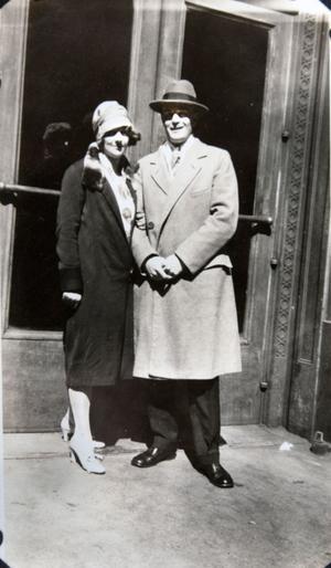 Karin Björnsson och Nils Dahlhjelm träffades i Sandviken. När Nils flyttat till Chicago brevväxlade de med varandra. Senare återförenades de i Amerika och gifte sig.