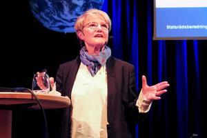 Framtidsminister Kristina Persson uppmanade människorna i publiken att driva på henne och regeringen för en tuff klimatpolitik.