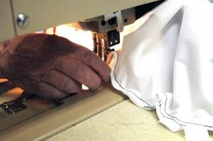 Snabbt och vant och en jacka genom symaskinen.