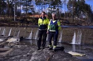 Pelle Holmlund, miljösamordnare och Kaj Hammarberg, drifttekniker, är två av dem som ska leda arbetet när spegeldammen rivs.