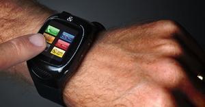Video: Ny funktionsfylld armbandsmobil - W Phonewatch