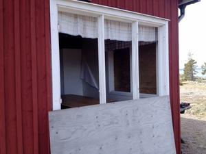 Granstugan får nya fönster.