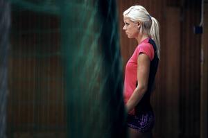 Erika Wiklund Kinsey är tillbaka på friidrottsscenen. I helgen fightas hon om en biljett till EM i Zürich vid SM i Umeå. Höjden som krävs är 1.90.