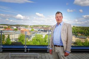 Andreas Klingström är planchef i Södertälje kommun och ansvarig för rekryteringar av ny personal till samhällsbyggnadskontoret. Just nu söker man 15 personer men han skulle gärna anställa 20 personer eller fler, vilket är svårt då det är hård konkurrens i branschen med flera bristyrken.