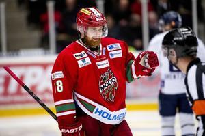 Mattias Ritola jublar glatt efter sitt 2-2 mål i upptakten på den tredje perioden.