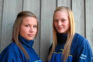 Sala Silverstadens Beatrice Johansson och Emma Brokmark spelar i dagarna skol-VM i innebandy i Tjeckien. Foto: Niclas Bergwall
