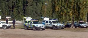 Fyra likhundar fortsatte på tisdagen sitt sökande efter den försvunne Christian Larsson från Bollnäs i ett skogsparti nära motocrossbanan i Alfta.