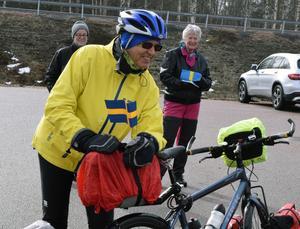 Bertil Konradsson har 300 mil cykling framför sig när han startade i Öje.