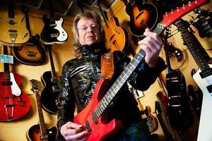 Gitarristen Janne Schaffer firar sitt 40-årsjubileum i branschen.