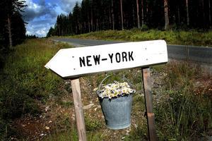 New York ligger närmare än du tror. 2005 fanns det en skylt vid vägen.