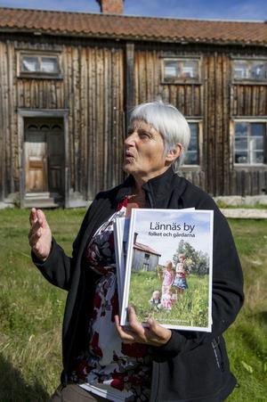 Sara-Eva Ögren från grannbyn Önskan har gjort ett stort jobb med att sammanställa allt material i Lännäsboken.
