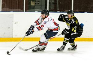 Jesper Persson leder poängligan i den norra division 1-serien.