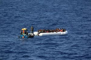 Regeringen kan rädda betydligt fler flyktingar än i dag.