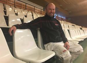 Lars-Åke hoppas på fylld läktare och att det ska bidra med åtminstone 50 000 kronor till Cancerfonden och Bo Nordbäcks minnesfond.
