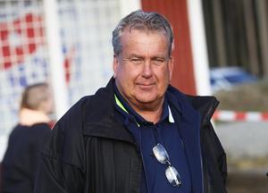 Kenneth Carlsson, ordförande i Bollnäs GIF/FF och styrelseledamot i HFF, är oroad över en utveckling där missnöjda spelare vill byta klubb på mer eller mindre lösa grunder.