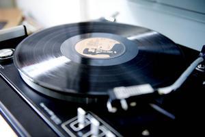 Paret är stora musikälskare och vinylspelaren brukar gå varm.
